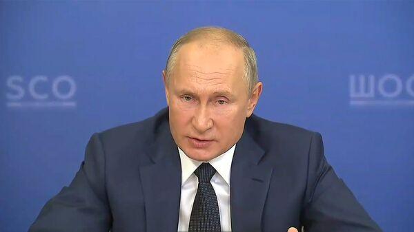 Putin soobщil o blijayshey regictratsii tretyey rossiyskoy vaktsinы ot COVID-19 - Sputnik Oʻzbekiston