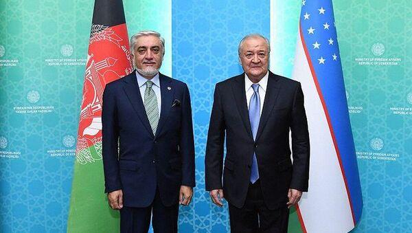 Министр иностранных дел Узбекистана Абдулазиз Камилов и председатель Высшего совета по национальному примирению Афганистана Абдулла Абдулла - Sputnik Узбекистан