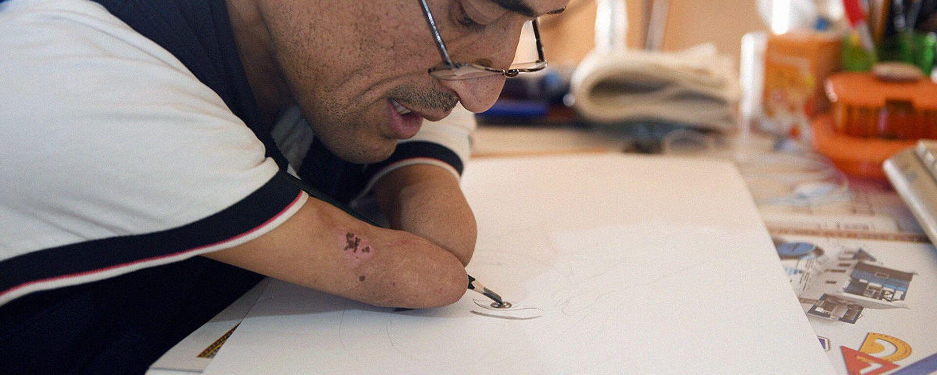 Всевышний одарил меня талантом: узбекский художник рисует без рук и учит детей. - Sputnik Узбекистан, 1920, 11.11.2020