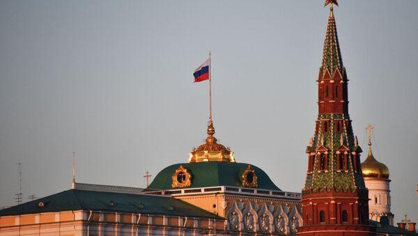 Большой Кремлевский дворец и Водовзводная башня Московского Кремля. - Sputnik Ўзбекистон