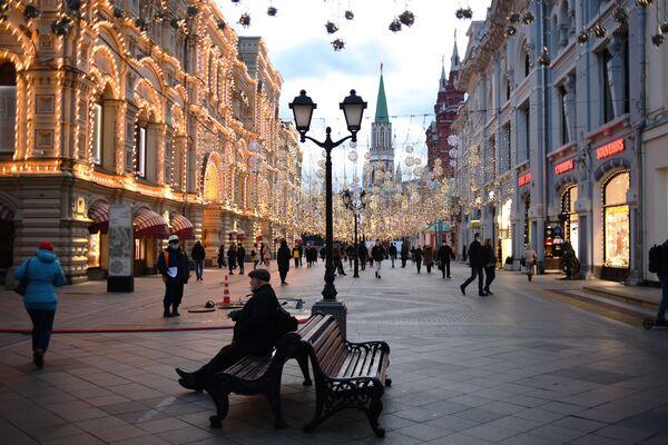 Новогоднее оформление Никольской улицы - Sputnik Узбекистан
