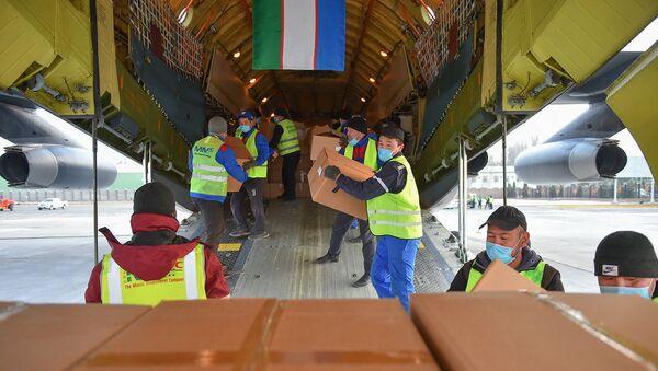 В Бишкек прибыл гуманитарный груз из Республики Узбекистан - Sputnik Узбекистан