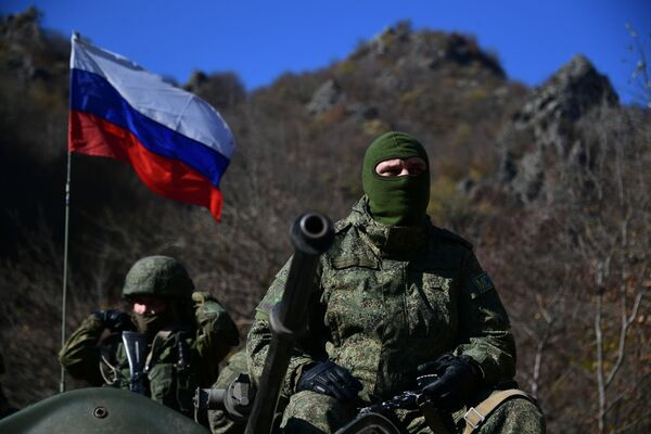 Togʻli Qorabogʻda Rossiya tinchlikparvar kuchlari - Sputnik Oʻzbekiston