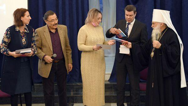 V Tashkente nagradili otlichnikov Totalnogo diktanta - Sputnik Oʻzbekiston