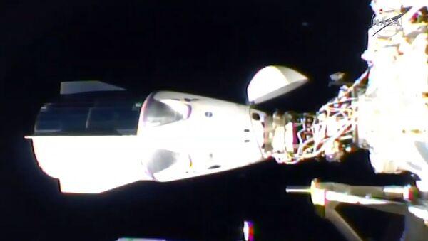 Экипаж Crew Dragon перешел на борт МКС - Sputnik Узбекистан
