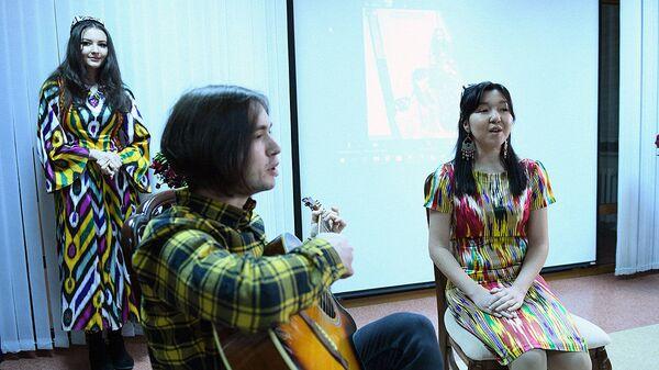 Фаррух Закиров: когда молодежь поет твои песни - это истинное счастье для творца - Sputnik Узбекистан