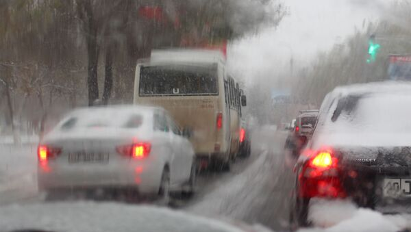 Ситуация на дорогах Ташкента из-за снегопада - Sputnik Узбекистан
