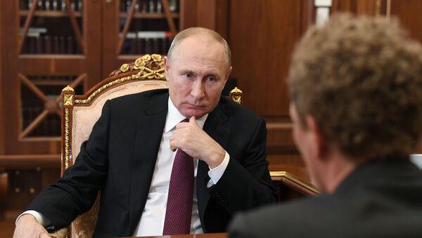 Президент РФ В. Путин встретился с руководителем ФНС Д. Егоровым - Sputnik Узбекистан