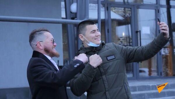 Парковщик из Казахстана прославился благодаря своему сходству с Конором Макгрегором - Sputnik Ўзбекистон