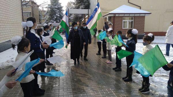 Fotografiya uchenikov shkolы №43 Andijana, kotoraya rasprostranilas po seti - Sputnik Oʻzbekiston
