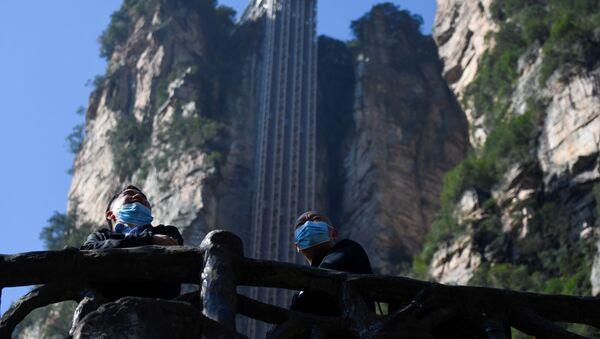Xitoy, Xunan provintsiyasida Chjantszyatsze milliy bogʻidagi Baylun lifti qurilgan. - Sputnik Oʻzbekiston