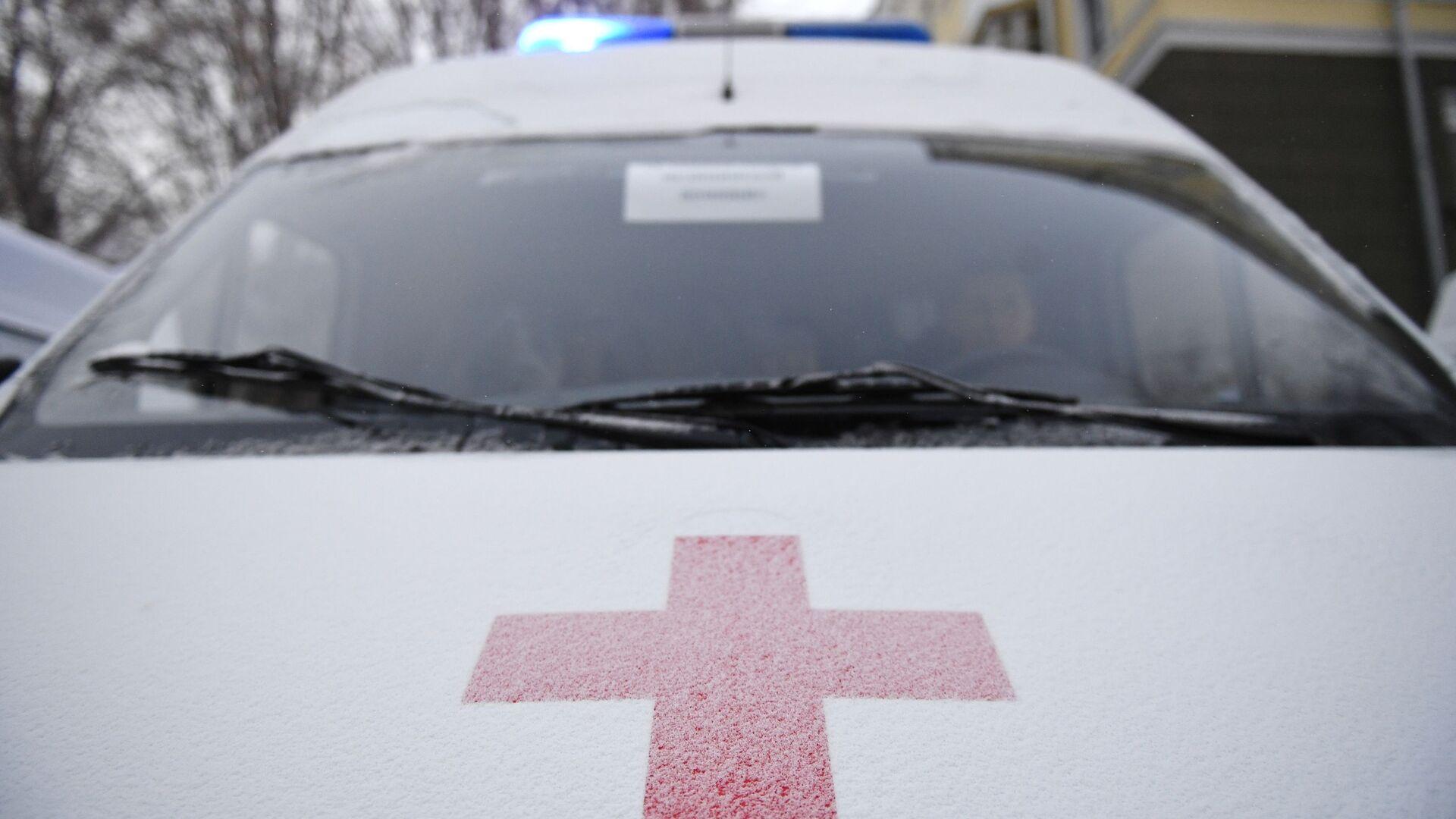 Эмблема Международной организации Красного креста на автомобиле скорой помощи - Sputnik Узбекистан, 1920, 25.07.2021