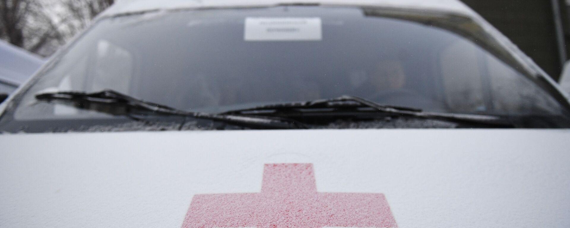 Эмблема Международной организации Красного креста на автомобиле скорой помощи - Sputnik Узбекистан, 1920, 05.04.2021