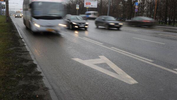 Разметка выделенной полосы для движения общественного транспорта  - Sputnik Ўзбекистон