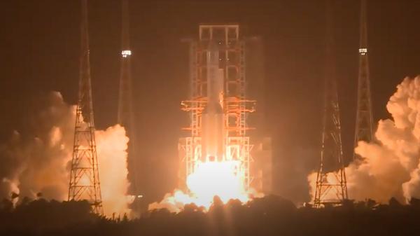 Успешный запуск: Китай отправил беспилотный аппарат на Луну - Sputnik Узбекистан