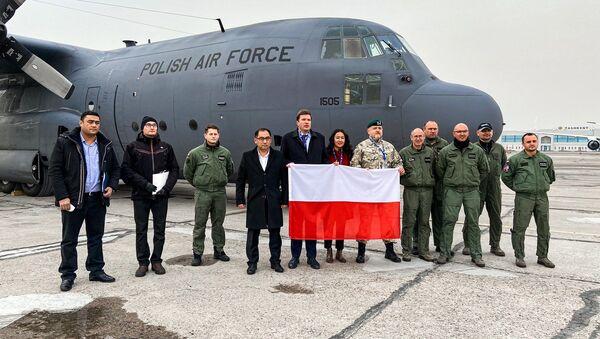 Польша передала Узбекистану гуманитарную помощь для борьбы с COVID-19 - Sputnik Узбекистан