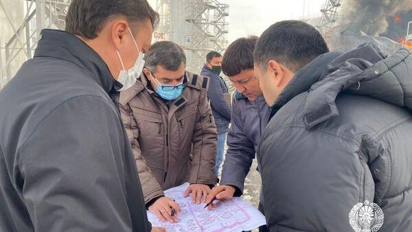На расположенной в Ташкентской области Пахтинской нефтебазе в ходе ремонтных работ произошло возгорание, которое устраняется 14 пожарно-спасательными экипажами УЧС Ташкентской области - Sputnik Узбекистан