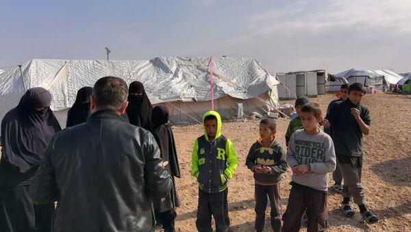 Узбекистан продолжает работать над  возвращением своих граждан из Сирии - Sputnik Узбекистан