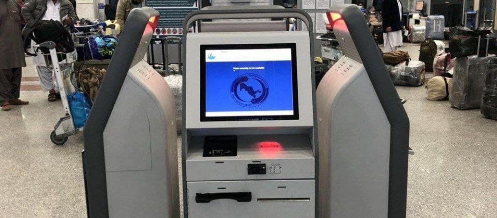 В  аэропорту Ташкента установили киоски для самостоятельной регистрации - Sputnik Узбекистан, 1920, 01.12.2020