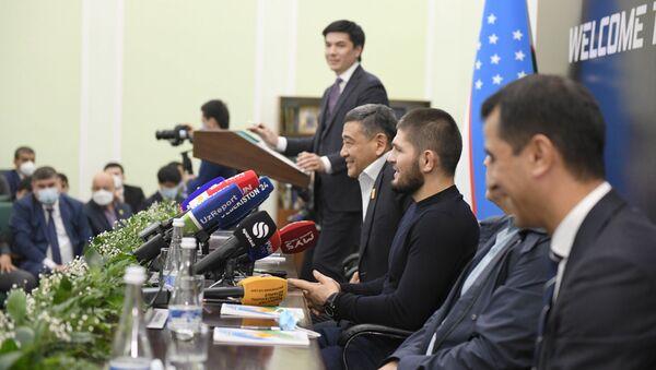 Хабиб Нурмагомедов на пресс-конференции в Ташкенте - Sputnik Ўзбекистон