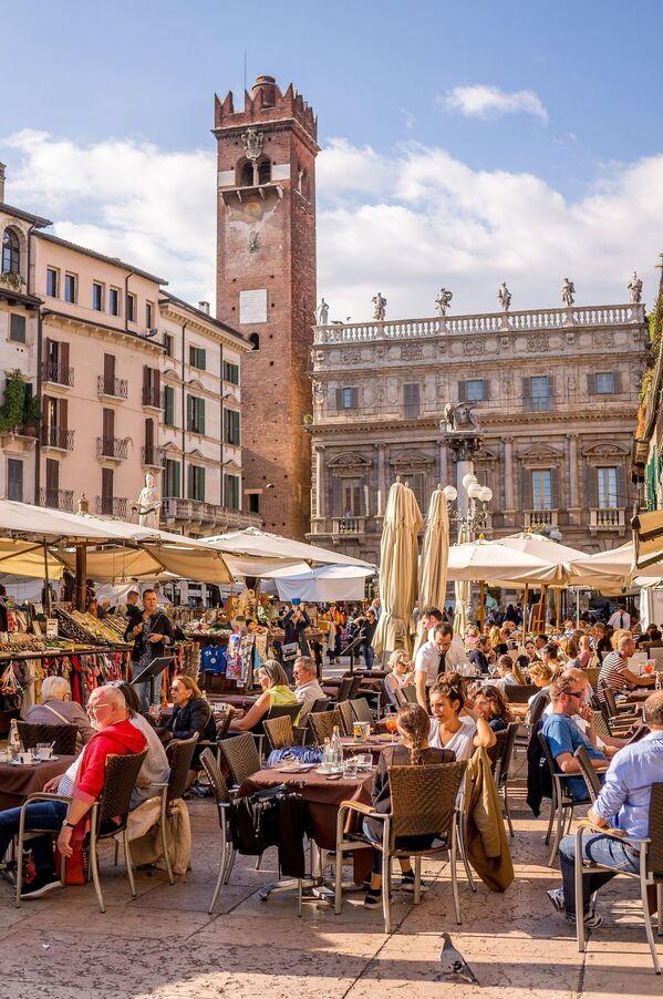 Ulichnыy restoran v Italii,  kotoraya stala obladatelem zvaniya World's Leading Culinary Destination 2020 - Sputnik Oʻzbekiston