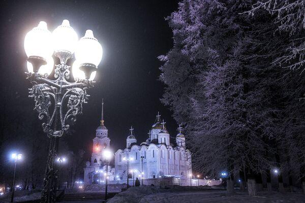 Rossiya poluchila zvaniye World's Leading Cultural Destination 2020. Na foto - Uspenskiy sobor vo Vladimire - Sputnik Oʻzbekiston