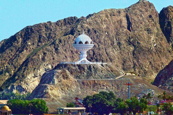 Ogromnaya kurilnitsa v Maskate v Omane, stavshiy obladatelem zvaniya World's Leading Nature Destination 2020 - Sputnik Oʻzbekiston