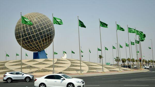 Флаги Саудовской Аравии на одной из улиц города Джидда - Sputnik Узбекистан