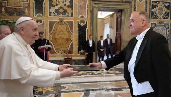 Посол Узбекистана вручает верительные грамоты Папе Римскому - Sputnik Узбекистан