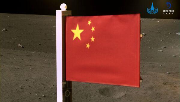 Государственный флаг Китая установлен на Луне - Sputnik Ўзбекистон