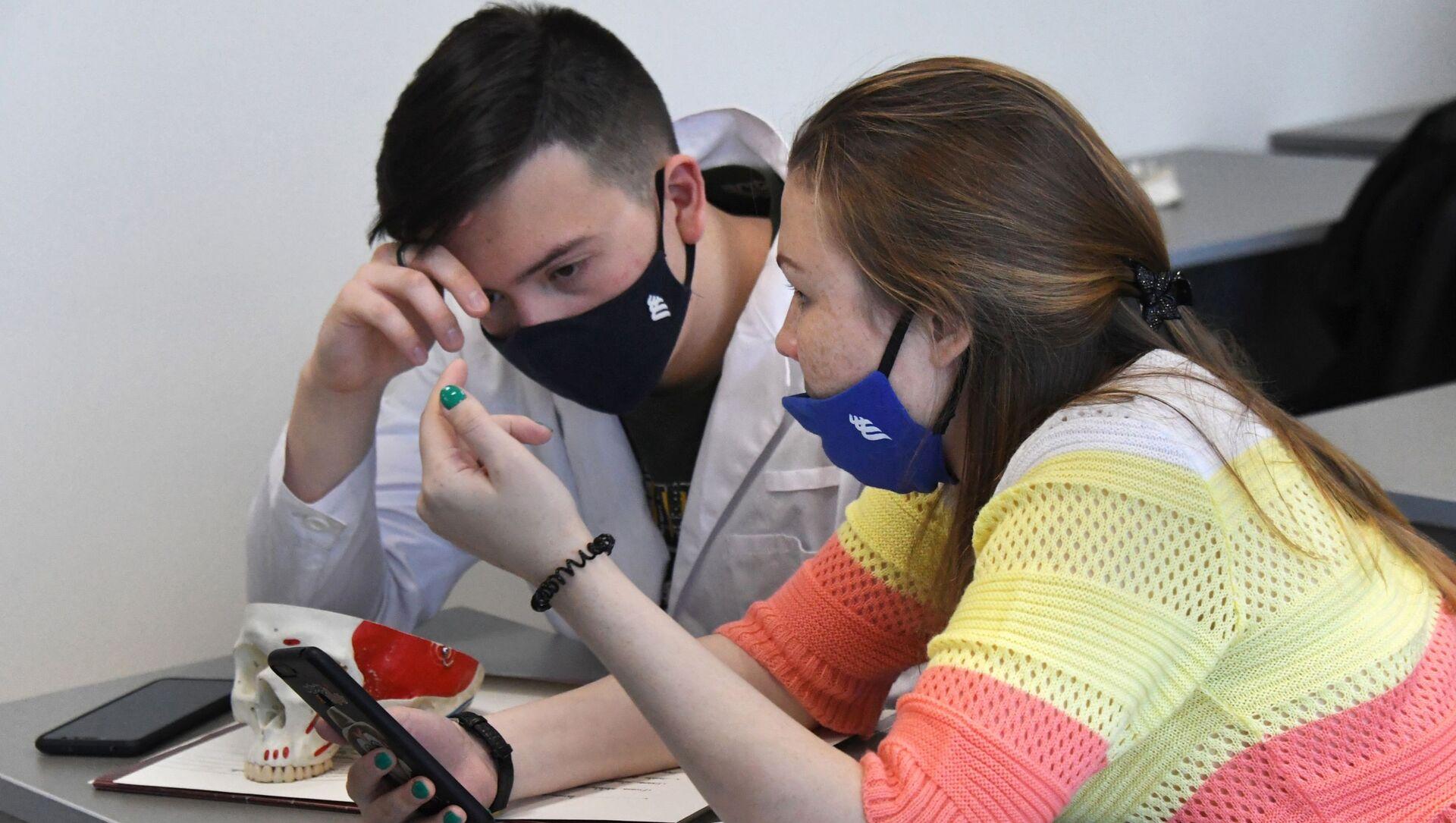 Возобновление очного обучения в Дальневосточном федеральном университете - Sputnik Узбекистан, 1920, 01.02.2021