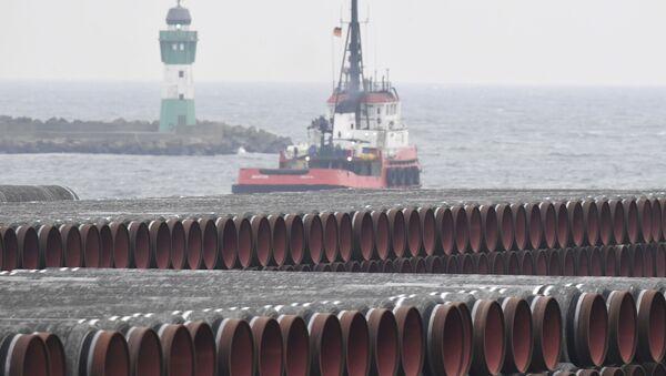 Trubы dlya stroitelstva gazoprovoda Nord Stream 2 v portu Mukran, Germaniya - Sputnik Oʻzbekiston