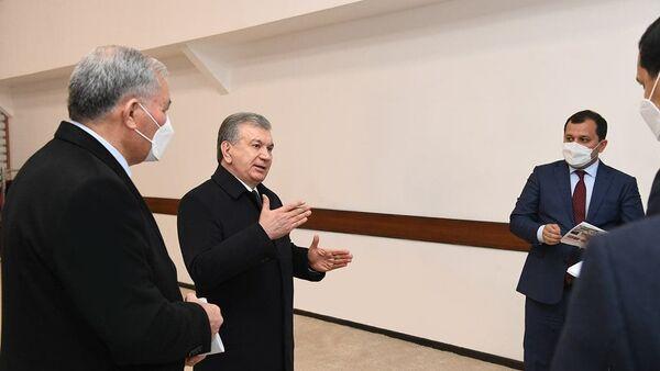 Президент Узбекистана Шавкат Мирзиёев посетил предприятие Yantex Invest в Янгиарыкском районе Хорезмской области. - Sputnik Ўзбекистон