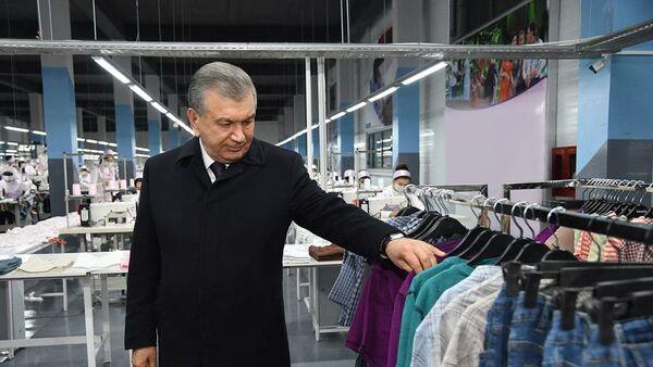 Мирзиёев посетил текстильную фабрику в технопарке Ургенч - Sputnik Узбекистан