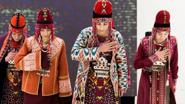 Fashion-шоу Культурное наследие Узбекистана – фундамент нового Ренессанса - Sputnik Узбекистан