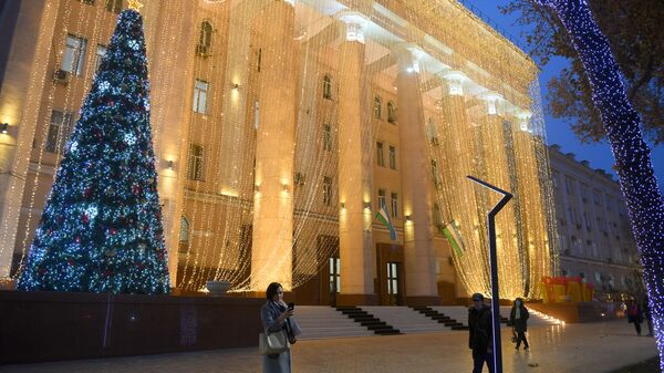Елка в АИМК - Sputnik Узбекистан