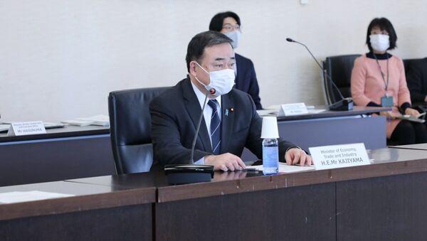 Министр экономики, торговли и промышленности Японии Хироши Каджияма - Sputnik Узбекистан