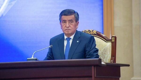 Экс-президент Кыргызстана  Сооронбай Жээнбеков - Sputnik Ўзбекистон