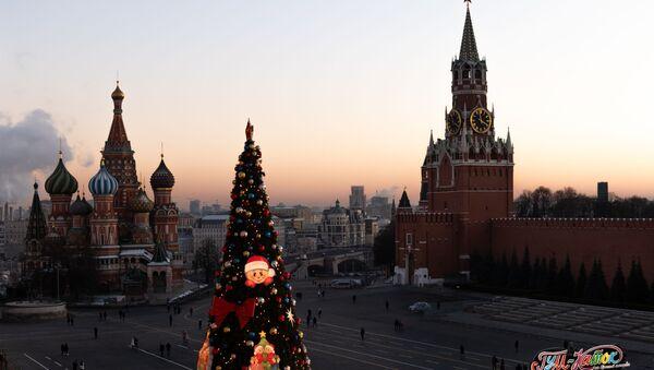 Новогодняя ёлка на Красной площади в Москве - Sputnik Узбекистан