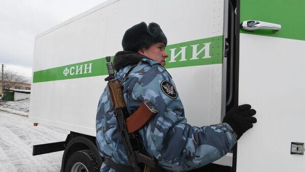 Сотрудник конвойной службы Управления по конвоированию УФСИН России - Sputnik Узбекистан