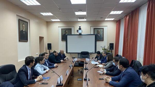 Oʻzbekistonliklarni Rossiyaga ishga jalb qilish masalalari muhokama etilmoqda - Sputnik Oʻzbekiston