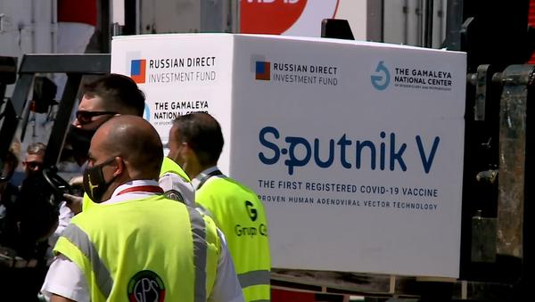 В Аргентину доставили 300 тысяч доз российской вакцины Спутник V - Sputnik Ўзбекистон