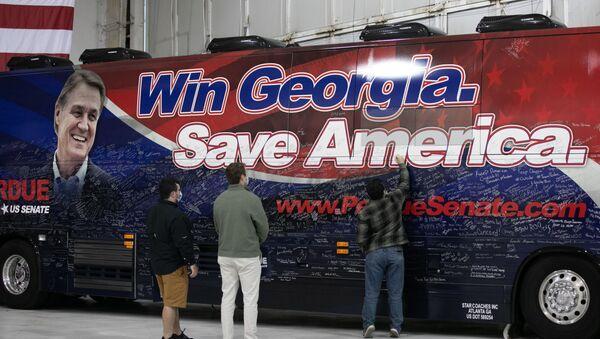 Предвыборная кампания сенатора Дэвида Пердью в Атланте, штат Джорджия - Sputnik Узбекистан