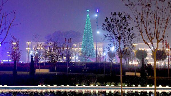 Новогодняя ёлка в центре Ташкента - Sputnik Ўзбекистон