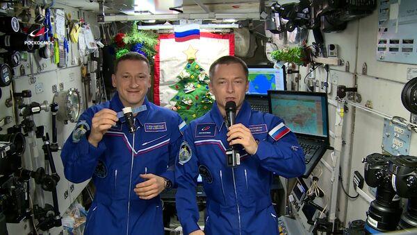 Космонавты Роскосмоса поздравили жителей Земли с Новым годом - Sputnik Ўзбекистон