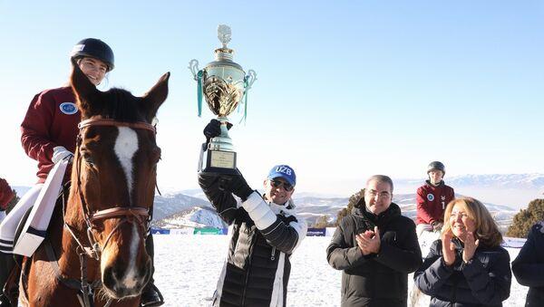 Впервые в истории Узбекистана прошел матч по конному поло на снегу - Sputnik Узбекистан