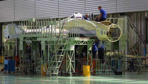 Сотрудники Российской самолетостроительной корпорации «МиГ» во время работы (14 июля 2017 года, Жуковский) - Sputnik Узбекистан