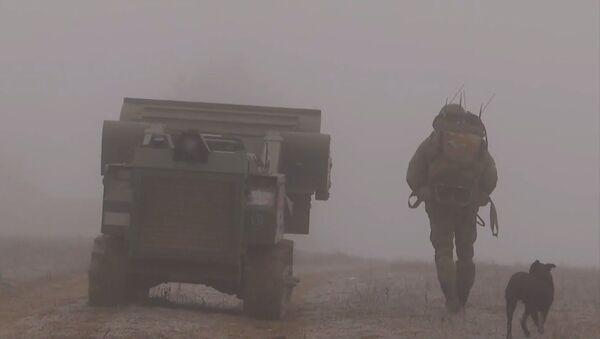 Нагорный Карабах: Российские миротворцы продолжают разминирование Степанакерта - Sputnik Ўзбекистон