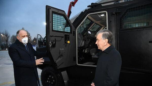 Шавкат Мирзиёев посетил Академию Вооруженных сил - Sputnik Узбекистан
