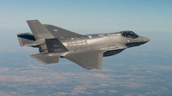 Истребитель-бомбардировщик пятого поколения F-35 - Sputnik Узбекистан